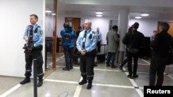 Вооруженная полиция охраняет суд в Осло во время слушаний о взрывнике из России (архивное фото)