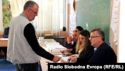 Архива - Локални избори 2017. Граѓани гласаат на гласачко место во Скопје.