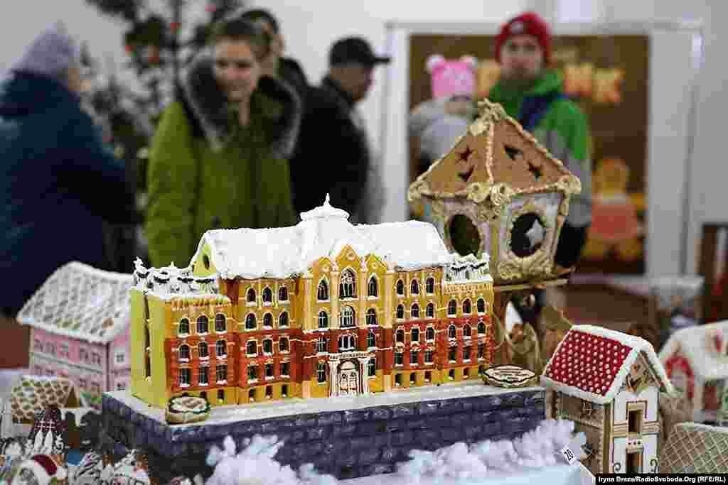Найбільшою «хатинкою» фестивалю стала історична будівля фізичного факультету Ужгородського національного університету