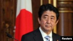 Премиерот Шинзо Абе .
