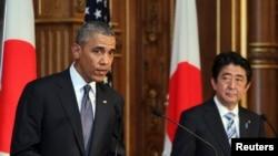 Президент Обама во время пресс-конференции с премьер-министром Абэ