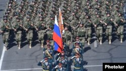 Armenia - Russian soldiers march in an Armenian military parade in Yerevan, 21Sep2016.