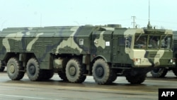 Russia -- An Iskander ballistic missile launcher rolls during a rehearsal of a military parade in Alabino outside Moscow, 20Apr2010