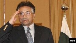 آقای مشرف از سال ۱۹۹۹ و پس از انجام یک کودتای بدون خونريزی در پاکستان قدرت را در دست دارد.