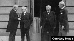 Cei Patru Mari: Lloyd-George, Orlando, Clemenceau și Wilson (de la stg. la dr.) (Foto: Biblioteca Centrală Universitară, Iași)