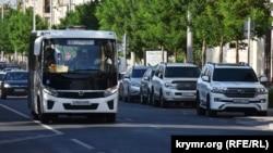 Российский автобус ПАЗ-3204 Vector Next на улице Большой Морской в Севастополе