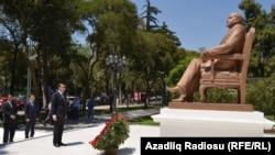 Бронзовая статуя Гейдара Алиева, бывшего президента Азербайджана, ранее стоявшая в Мехико, октябрь 2012 года.