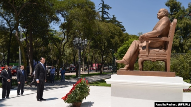 A statue of Heydar Aliyev in Mexico City