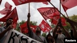 Հունաստան - Բողոքի ցույց ERT պետական հեռուստաընկերության շենքի մոտ, Աթենք, 12-ը հունիսի, 2013թ.