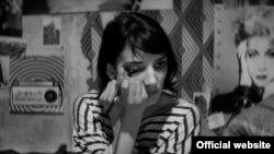 صحنهای از فیلم «دختری در شب تنها به خانه میرود» ساخته لیلی امیرپور