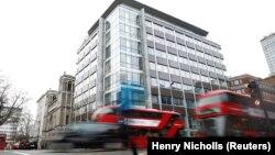"""Зградата на """"Кембриџ Аналитика"""" во Лондон.20.03 2018."""