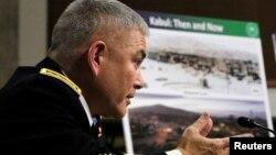 Komandanti i forcave të NATO-s në Afganistan, gjenerali John F. Campbell.
