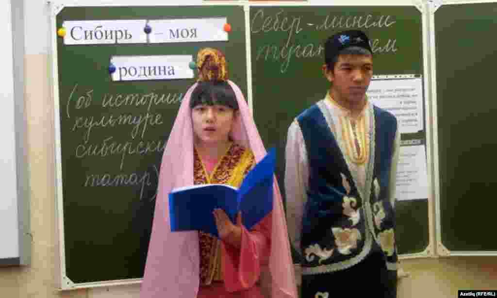 Татар теленнән ачык дәрестә укучылар чыгышы