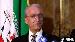 پروفشور مجید سمیعی در سفری به تهران. ۲۱ فوریه ۲۰۰۹.
