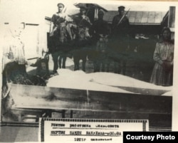 Похороны работников сельсовета, убитых инсургентами Вакулина. Фото из Государственного архива Волгоградской области