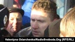 Ярослав Гранітний (у центрі) під час штурму Рівненської облдержадміністрації, лютий 2014 року