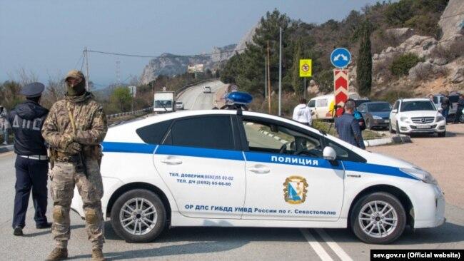 Спецпосты на въездах в Севастополь