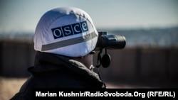 Иллюстративное фото. Наблюдители ОБСЕ возле КПВВ «Золотое»