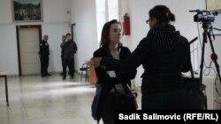 Полицајци од Центарот за јавна безбедност во Бијелина го чуваат изборниот материјал во Сребреница