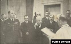 'Maček (na fotografiji inaugrisan za potpredsednika Simovićeve vlade) je to radio unutar zajedničke jugoslavenske države, što nije isto kao oni dogovori iz 90-ih godina, kada se pokušavalo naći razgraničenje između Hrvatske i Srbije.'