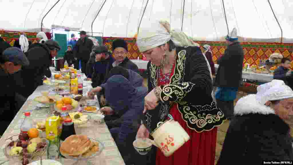 Kazakhs in Mangystau share a festive meal for Amal Mayram.