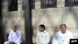 З.Гарана(справа) у каірскім судзе
