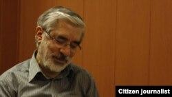 میرحسین موسوی شهریور ماه گذشته نیز به دلیل عارضه قلبی به یکی از مراکز تخصصی قلب تهران منتقل شد