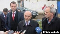 Kryeministri i Kosovës, Isa Mustafa, në Fushë Kosovë.