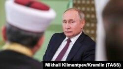 Владимир Путин в аннексированном Крыму, иллюстративное фото