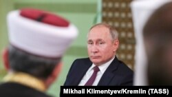 Rusiye prezidenti Vladimir Putin Qırımda, 2019 senesi martnıñ 18-i