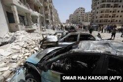Сирияның Идлиб қаласында соғыстан қираған ғимараттар.