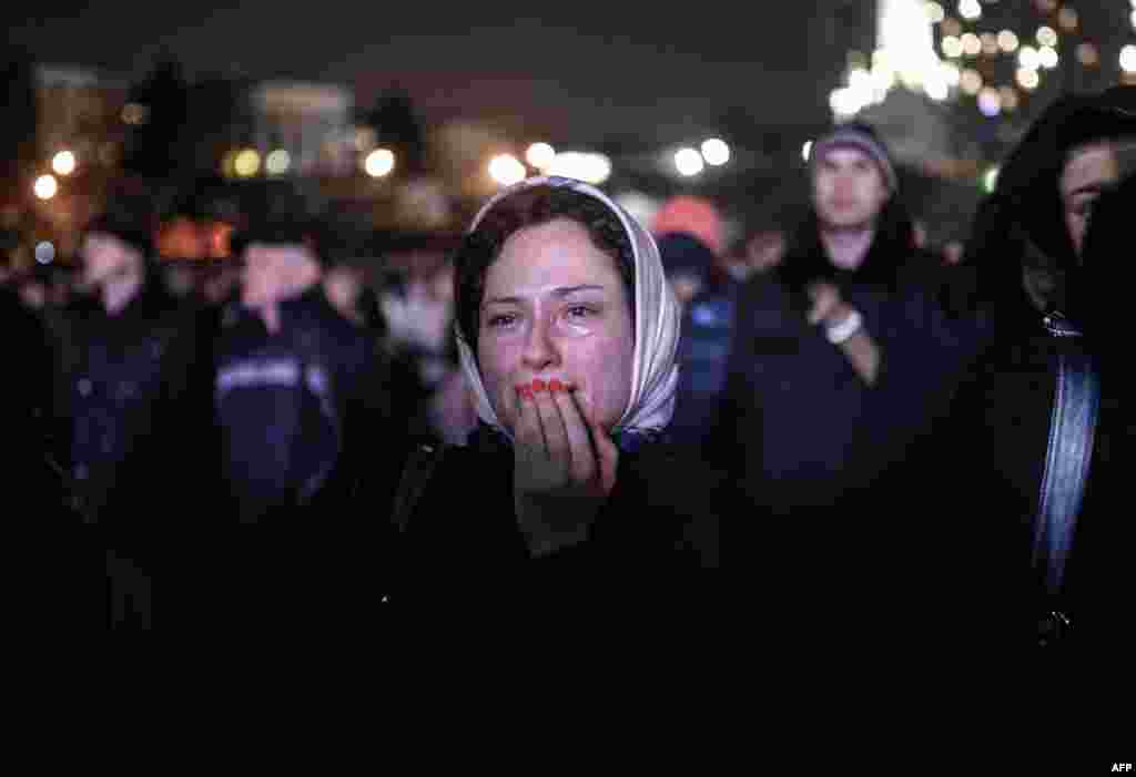 A woman cries on Kyiv's Independence Square, which had been the epicenter of Ukrainian antigovernment protests in recent months. (AFP/Bulent Kilic)