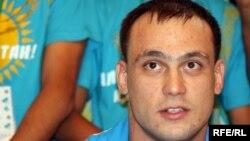 Илья Ильин, двукратный олимпийский чемпион по тяжелой атлетике. Алматы, 6 августа 2012 года.