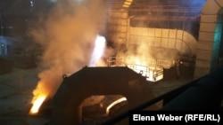 Технологический процесс разливки чугуна в доменном цехе № 3 в честь 55-летия металлургического комбината. Темиртау, 30 июня 2015 года.