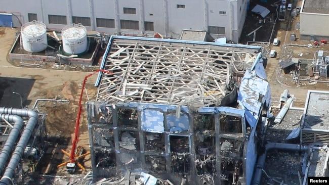 Разрушенная цунами АЭС в Фукусиме. 24 марта 2011 года