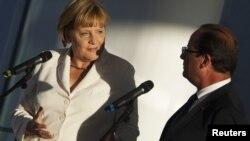 Анґела Меркель і Франсуа Олланд виступають перед пресою в Берліні 23 серпня 2012 року