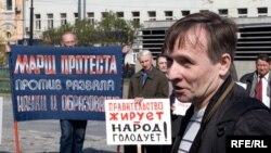 Больше всего бедных в России - среди тех, кто сидит на зарплате