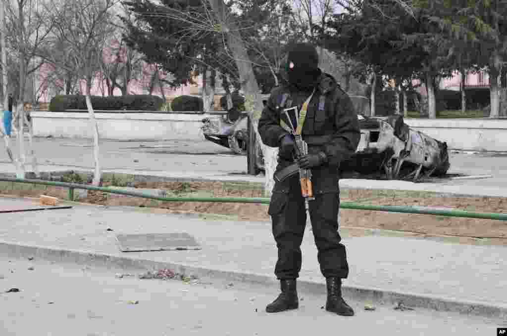 Жаңаөзенде тұрған арнайы жасақ өкілі. 17 желтоқсан 2011 жыл.