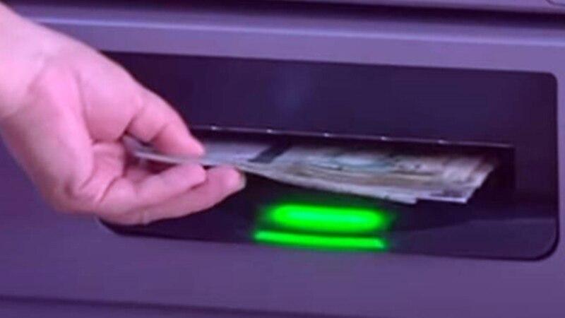 Baýramalyda ilat aýlyklaryny nagtlaşdyrmak üçin gijesi bilen bankomatlaryň öňünde garaşýar