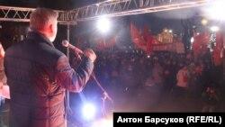 Мэр Новосибирска Анатолий Локоть на митинге