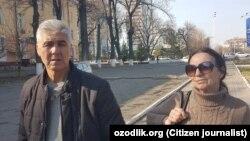 Muhammad Bekjon AQShdan kelgan rafiqasi Nina Bekjonova bilan Toshkentda. Surat 25 fevralda olingan.