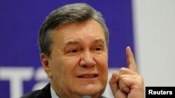 Украинанын экс-президенти Виктор Янукович Ростов-на-Дону шаарында өткөргөн басма сөз жыйынында. 28-ноябрь, 2016-жыл.