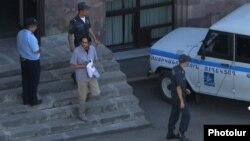 Ոստիկանները Անդրիաս Ղուկասյանին քրեակատարողական հիմնարկից տեղափոխում են Վերաքննիչ դատարան, 24-ը օգոստոսի, 2016թ.