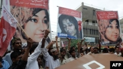 Pakistani activists of Pasban, a subgroup of hard-line Sunni party Jamaat-e-Islami, chant in support of Aafia Siddiqui in July.