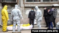 جسد فردیکه در اثر ابتلا به ویروس کرونا در چین جان باخته است. 01 February 2020