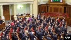 Голосование депутатов в Верховной Раде Украины.