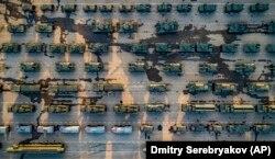 Путинская Россия с удовольствием демонстрирует свой военный арсенал (на снимке – подготовка к параду в Москве, 6 мая 2019 года)