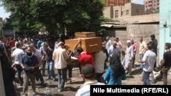 Похороны погибших в ходе столкновений между силами безопасности Египта и сторонниками свергнутого президента Мухаммеда Мурси. Каир, 15 августа 2013 года.