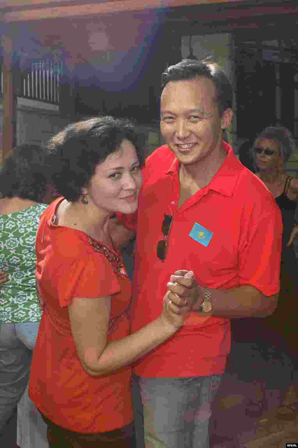 Екеуміз бір билеп алайық - Kazakhstan-Kazakh Service Web Party,Disco