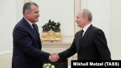 Россия подчеркивает, что Южная Осетия является независимым государством, хотя практика двусторонних отношений часто противоречит этому